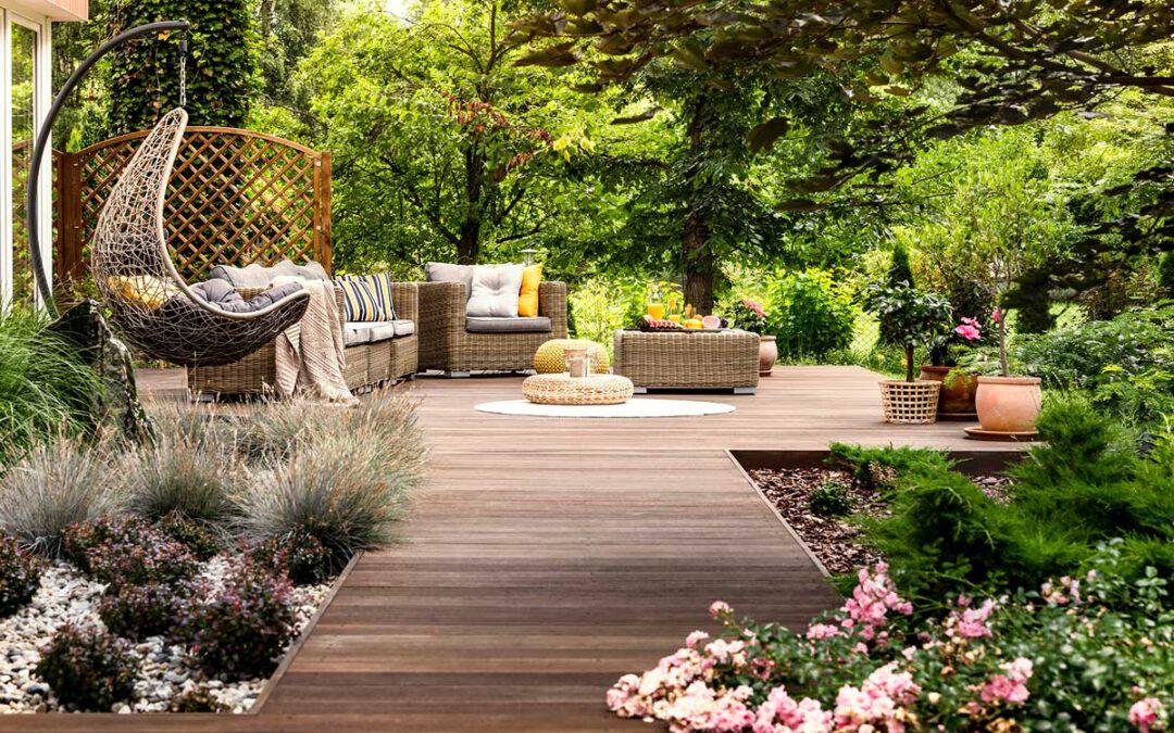 """Ein Sommerparadies nicht nur für Pflanzen – Machen Sie Ihren Garten zum """"Outdoor-Wohnzimmer"""""""